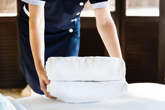 Rengøring på hotelværelser – Så rent kan du forvente der er